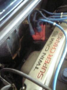 純正エキマニを臨むMR2AW11のエンジンルーム