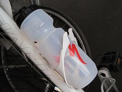 スペシャライズドのボトルをエスケープR3に装着