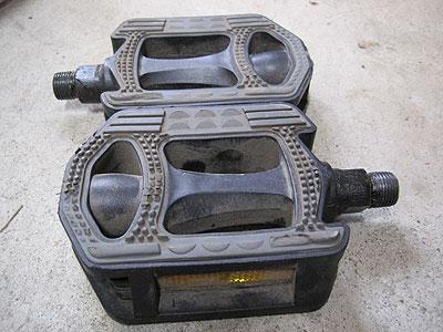 エスケープR3(2006年モデル)純正ペダル