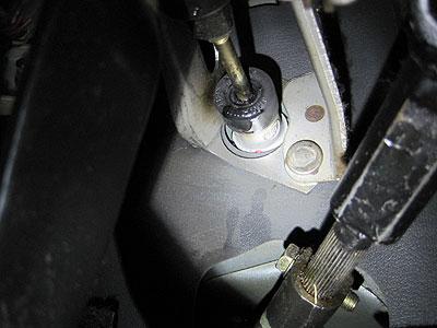 MR2AW11のクラッチペダル根元(フルード漏れ)