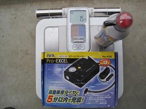 パンク修理キットとエアコンプレッサーの重量
