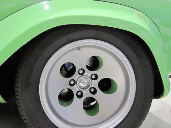 ランボルギーニ・カウンタックのリアタイヤ