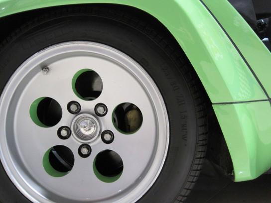 ランボルギーニ・カウンタックのフロントタイヤ