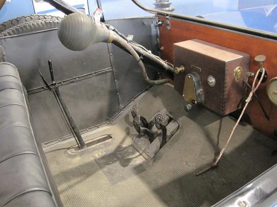T型フォードのペダル類