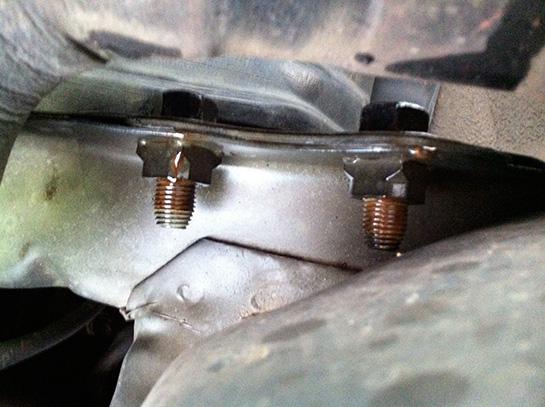 MR2AW11車両固定用フックの取り付けボルト