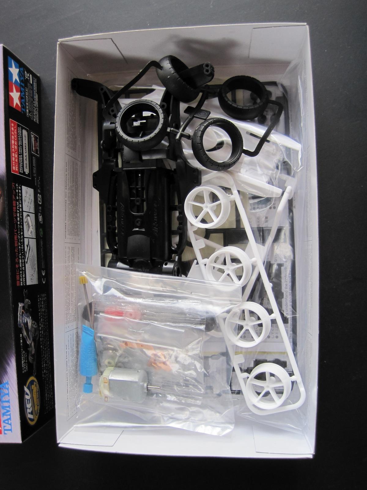 タミヤ ミニ四駆REVシリーズ エアロサンダーショットのパッケージ中身