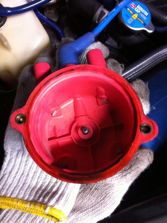 MR2 AW11 S/Cのオイル漏れデスビキャップ