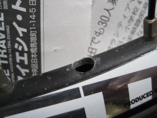 ジャイアント エスケープR3のバルブホールのバリ