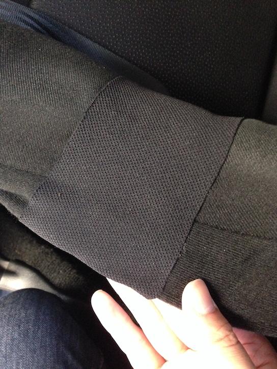 バケットシート表皮に補修布を貼り付ける